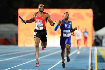 Lalonde Gordon of Trinidad & Tobago edges past David Verburg of the USA in the heats of the 4x400m in Nassau (Getty Images)