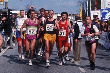 Joschka Fischer running in the 1998 Hamburg Marathon (Getty Images)