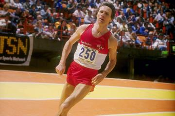 Irish miler Eamonn Coghlan in action indoors (Getty Images)