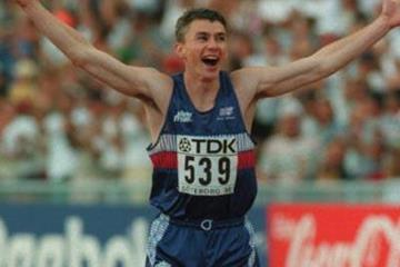 Jonathan Edwards celebrates his world record jump in Gothenburg 1995 (Getty Images)