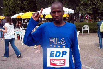 Martin Lel after his win at the 2003 Lisbon Half Marathon (Paulo Costa)