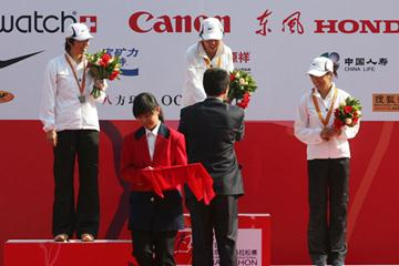 Women's podium in Beijing: runner-up Zhang Yingying, winner Chen Rong, and Bai Xue (Octagon)