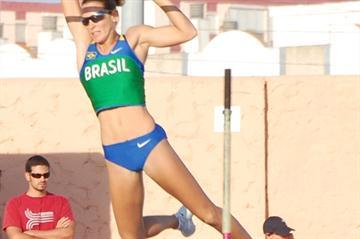 Fabiana Murer ups her South American record to 4.85m in San Fernando (CIASF/APD Cadiz - G. Cumbreras)