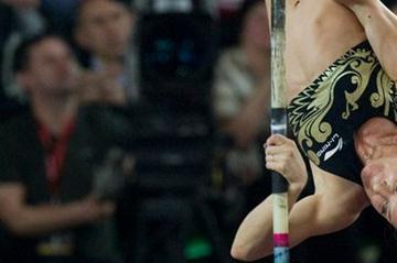 Yelena Isinbayeva tops 4.68m in Bydgoszcz (© Adam Nurkiewicz / Mediasport)