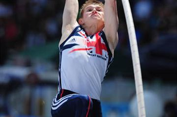 Daniel GARDNER of Great Britain in action during the Boys Pole Vault final - Day Five - WYC Lille 2011 (Getty Images)