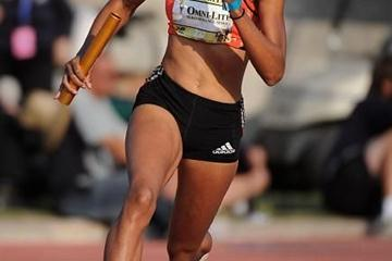 Allyson Felix on her storming anchor leg in Mt SAC (Kirby Lee)