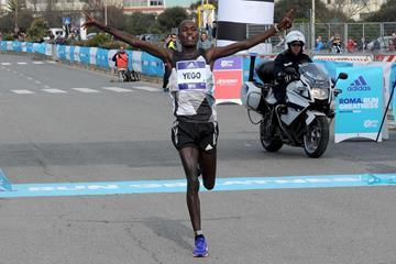 Solomon Kirwa Yego winning the 2016 Rome-Ostia Half Marathon (Organisers)