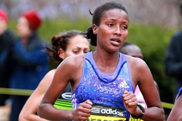 Shure Demise running in the 2015 Boston Marathon (Victah Sailer / Organisers)