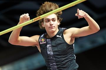 Armand Duplantis in the pole vault at the World Athletics Indoor Tour meeting in Torun (AFP / Getty Images)