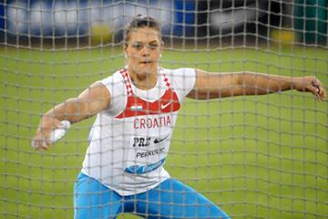 Sandra Perkovic on her way to setting a meeting record of 66.92m in Eugene (Kirby Lee)