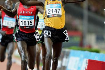 Boniface Kiprop taking Commonwealth 10,000m gold - Melbourne 2006 (Getty Images)