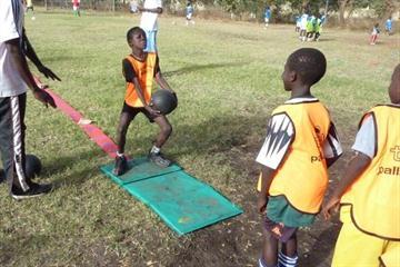 Kid's athletics in Senegal (IAAF.org)