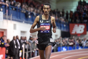 Yomif Kejelcha on his way to winning the mile at the Millrose Games (Kirby Lee)
