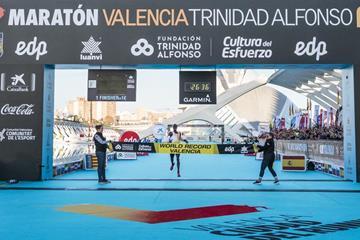 Joshua Cheptegei breaks the world 10km record in Valencia (Organisers)