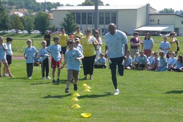 IAAF Ambassador Frank Fredericks helps inspire young children and promote the IAAF World Athletics Final (Marisa Reich)