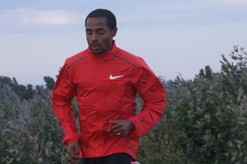 Kenenisa Bekele running in Sululta (Paul Gains)