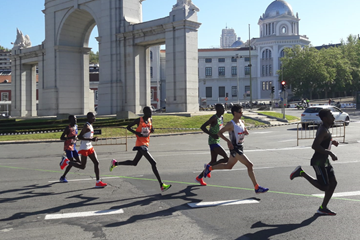 Reuben Kerio (far left) on his way to winning the Madrid Marathon (Mar Valiente)
