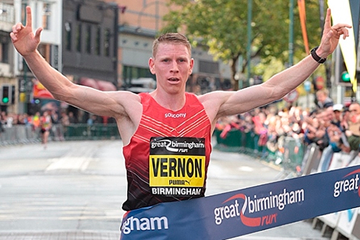 Andy Vernon wins the Great Birmingham Run (Organisers)