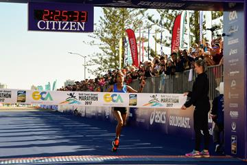 Abebe Afework winning the 2017 Gold Coast Marathon (organisers)