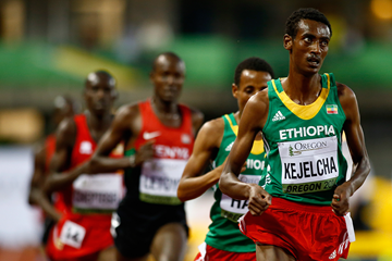 Yomif Kejelcha leads the 5000m at the IAAF World Junior Championships Oregon 2014 (Getty Images)