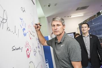 Jan Zelezny adds his hand print and autograph to the visitors' wall at the IAAF Heritage Exhibition in Ostrava (foto@horsinka.cz)