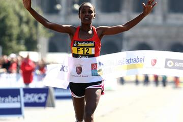 Firehiwot Dado wins the Rome Marathon with a 2:27:08 PB (Giancarlo Colombo)