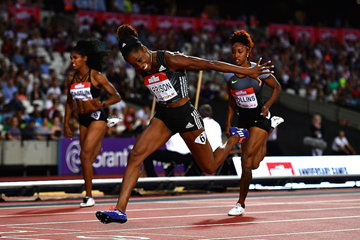 Keni Harrison dives for the line while breaking the 100m hurdles world record (Getty Images)