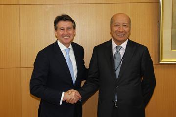 IAAF President Sebastian Coe with Dentsu CEO Tadashi Ishii (IAAF)