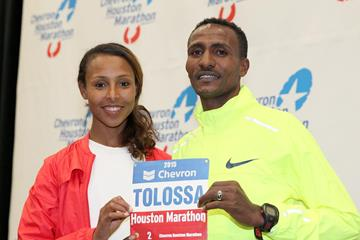 Fatuma Sado and Debebe Tolossa ahead of the 2015 Houston Marathon (Victah Sailer / organisers)