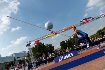 Renaud Lavillenie in the pole vault at Fly Europe Paris (AFP / Getty Images)