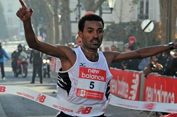 Ejigu Sentayehu Merga takes a narrow victory in the Boulogne-Billancourt Half Marathon (ResultatPhoto.com )