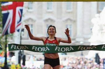 Irina Mikitenko crosses to retain her London Marathon title (Getty Images)