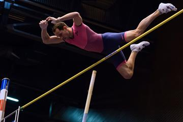 Renaud Lavillenie in action in the pole vault (AFP / Getty Images)