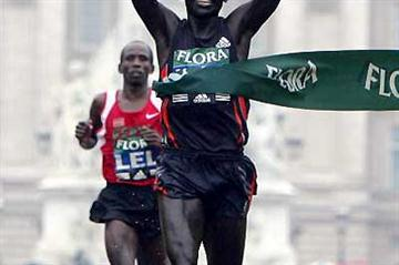 Felix Limo (KEN) wins the London Marathon ahead of defending champion Martiin Lel (Getty Images)