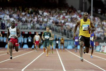 Asafa Powell anchors Jamaica to 4x100 gold - Melbourne 2006 (Getty Images)