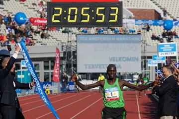 Another sub-2:06 for Wilson Chebet, this time in Amsterdam (Orange Pictures)