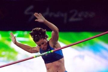 80 Years of Women Athletics at Olympic Games - Stacy Dragila - 2000 (Getty Images)