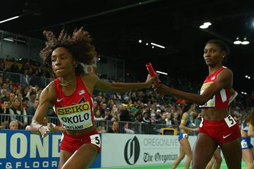 USA's Courtney Okolo and Quanera Hayes in the 4x400m at the IAAF World Indoor Championships Portland 2016 (Getty Images)