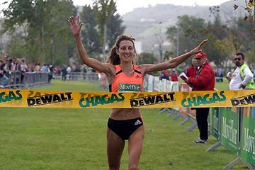 Analia Rosa wins the women's race at the 25th edition of the Torres Vedras International Cross Country (Marcelino Almeida)
