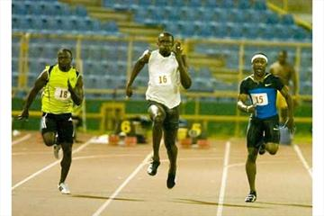 Usain Bolt (centre) won in 9.92 - Mike Rodgers, right, finished second (10.07), Aaron Armstrong, left was third (10.15) (Robert Taylor - Trinidad Express)