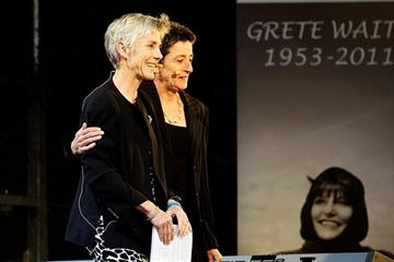 Joan Benoit Samuelson and Rosa Mota at a ceremony honouring the life of Grete Waitz at Oslo's Bislett Stadium (organisers)
