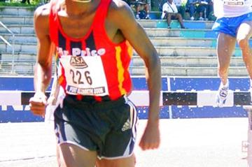 Reuben Ramolefi on his was to win the 2006 South African 3000m steeplechase title (Mark Ouma)
