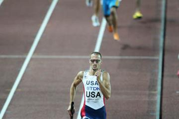 Jeremy Wariner anchors the US 4x400m team to gold in Osaka (Getty Images)