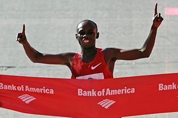 Sammy Wanjiru defends his Chicago Marathon title (Getty Images)