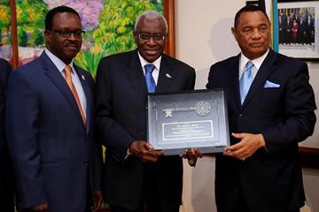 IAAF President Lamine Diack is honoured by Prime Minister of the Bahamas Perry Christie  (Getty Images)