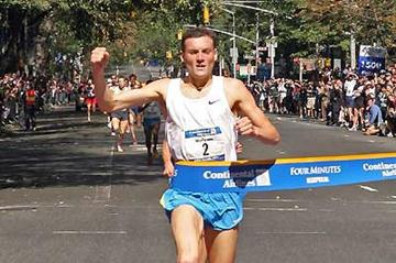 Craig Mottram wins the 2005 Fifth Avenue Mile (Ed Haas for New York Road Runners)