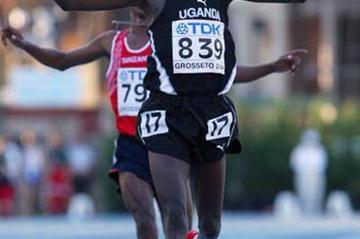 Boniface Kiprop of Uganda wins the men's 10,000m final (Getty Images)