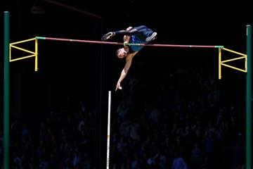 Brad Walker of the US clearing 6.04m in Eugene (Getty Images)