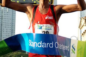 Elijah Mbogo winning in Singapore (Fulfords PR)