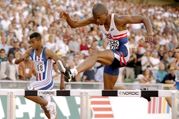 Derrick Adkins on his way to winning the 400m hurdles at the 1995 IAAF World Championships (Getty Images)